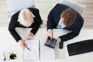 創業時の経理、専門家に相談するべきか?