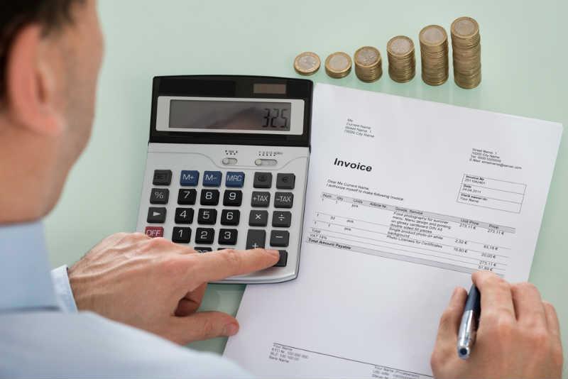 消費税の基礎知識。創業後2年間の免税や簡易課税制度とは?