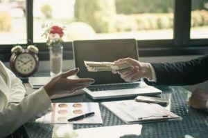 青色事業専従者給与とは?家族に給料を支払うことで節税できるのか?